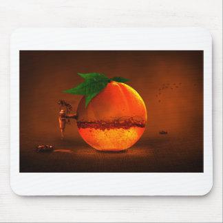 Naranja en golpecito alfombrillas de ratón
