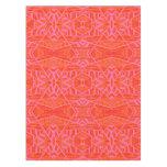 Naranja en mantel geométrico rosado del modelo por
