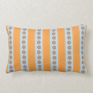 Naranja lindo y rayas azules con las flores almohada