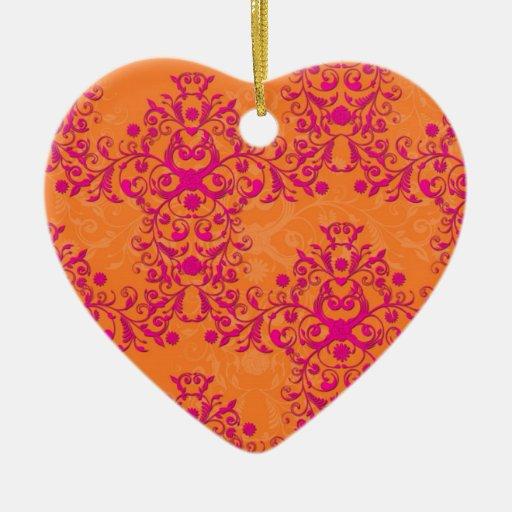 Naranja llameante del tango de la mandarina y adorno navideño de cerámica en forma de corazón