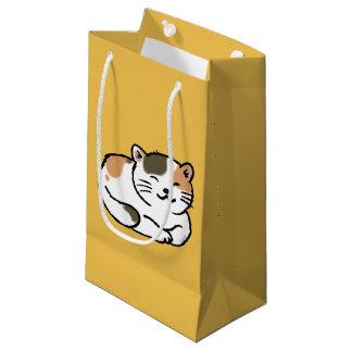naranja mullido lindo del calicó y gato negro bolsa de regalo pequeña