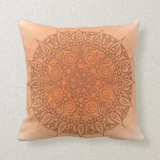 Naranja oriental marrón de la almohada de la yoga