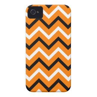 Naranja, rayas blancos y negros de Chevron iPhone 4 Carcasas
