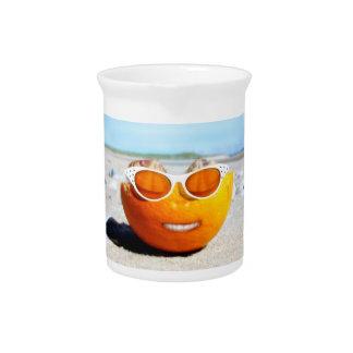 Naranja varado con los vidrios de Sun Jarras