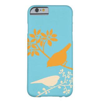 Naranja y pájaros y bayas de la aguamarina funda de iPhone 6 barely there