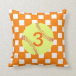Naranja y softball comprobado blanco cojines