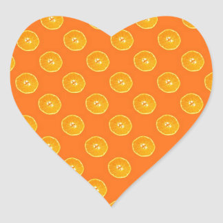Naranjas con el fondo anaranjado pegatina en forma de corazón
