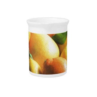 Naranjas llenos de sol jarra de beber