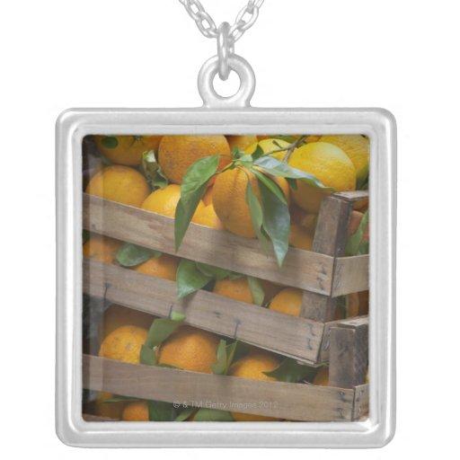 naranjas recientemente escogidos colgante
