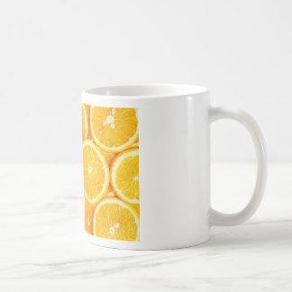Naranjas y más naranjas taza básica blanca
