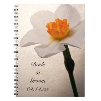 Narciso de la primavera que casa el cuaderno espir