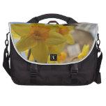 Narcisos amarillos bolsas de portátil
