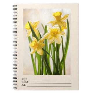 Narcisos amarillos de la primavera libro de apuntes