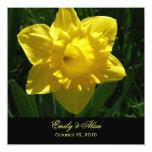Narcisos amarillos que casan invitaciones invitación 13,3 cm x 13,3cm