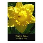 Narcisos amarillos que casan las invitaciones 5x7 invitación 12,7 x 17,8 cm