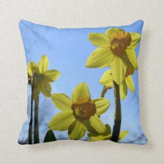 Narcisos amarillos soleados cojín
