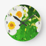 Narcisos blancos brillantes reloj de pared