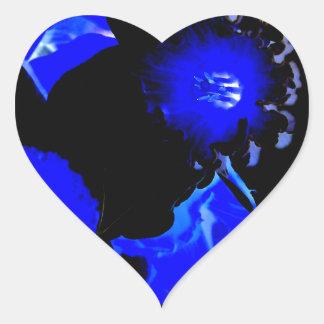 Narcisos negros y azules pegatina de corazón