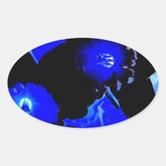 Narcisos negros y azules pegatina óval