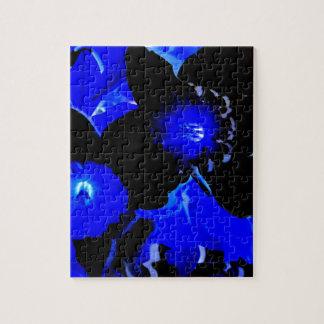 Narcisos negros y azules puzzle con fotos