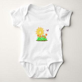 Narcisos y mariposa felices de Sun Body Para Bebé