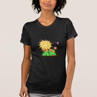 Narcisos y mariposa felices de Sun Camiseta