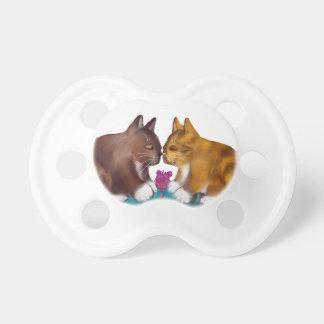 Nariz a sospechar sobre el juguete del ratón chupete de bebé