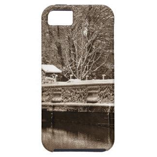Narrowboat congelado en el canal iPhone 5 Case-Mate carcasas