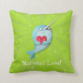 Narwhal lindo con el corazón cojin