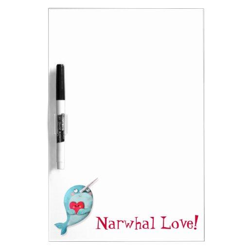Narwhal lindo con el corazón pizarras