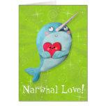 Narwhal lindo con el corazón tarjeta de felicitación