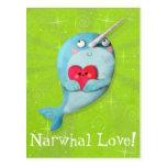 Narwhal lindo con el corazón tarjeta postal
