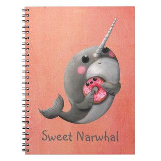 Narwhal tímido con el buñuelo libretas espirales