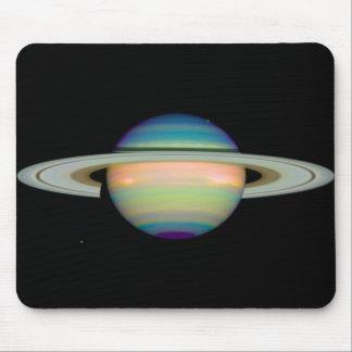 NASA - Una vista infrarroja de Saturn Alfombrillas De Ratones