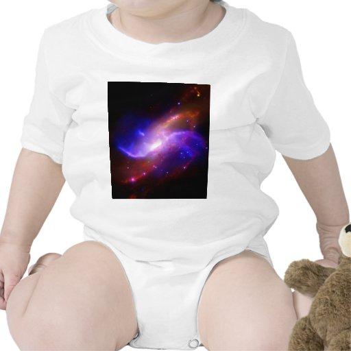 NASAs spiral galaxy M106 Tshirt