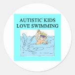 natación autística del amor de los niños del pegatina redonda