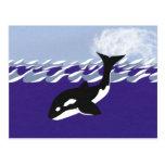 Natación de la ballena en el océano postal