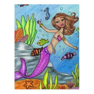 Natación de la sirena con la postal de los pescado