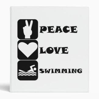 Natación del amor de la paz