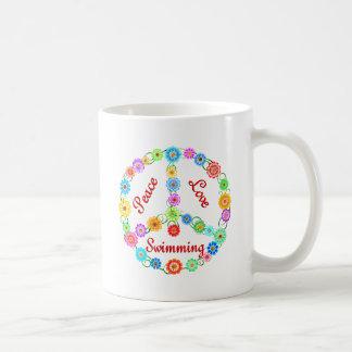 Natación del amor de la paz tazas de café