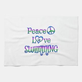 Natación del amor de la paz toallas
