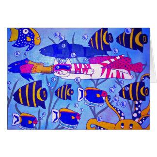 Natación del gato con los pescados tarjeta de felicitación