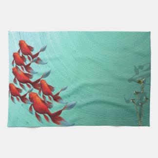 Natación del Goldfish en arte azul, asiático Toalla
