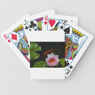 natación del koi alrededor del loto baraja cartas de poker