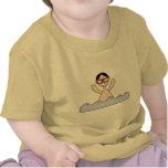 Natación del muchacho camisetas