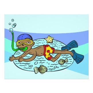 """Natación del muchacho con los pescados folleto 8.5"""" x 11"""""""