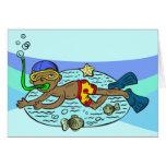 Natación del muchacho con los pescados tarjeta pequeña