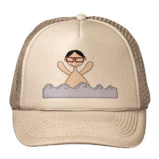 Natación del muchacho gorras de camionero