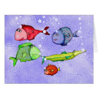 Natación divertida de los pescados con las