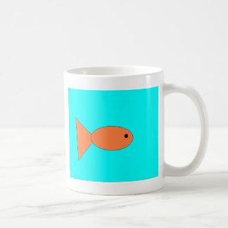 natación en el océano, arte del goldfish de los taza clásica